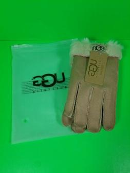 UGG women's Gloves New Never Worn Size L.